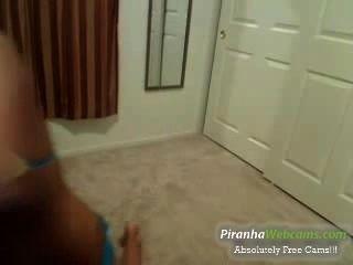 Super caliente y pequeña 18 años adolescente juega con ella en la webcam