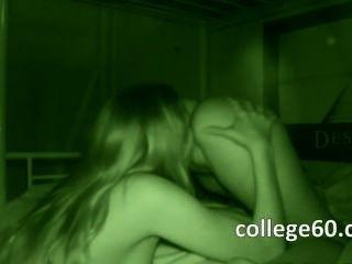 Chicas universitarias adolescentes succionando pene grande