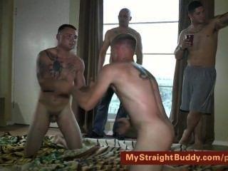 Marines recto luchando desnudo