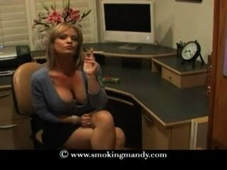 Hermosa rubia milf fuma saratoga 120s