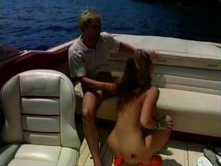 Sexo caliente del bebé en un barco