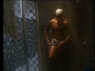 Reality show ducha semi duro y se muestra para la cámara