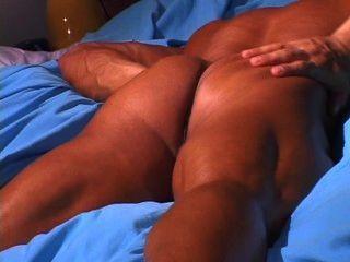 Tiras de chicos musculares calientes y tirones