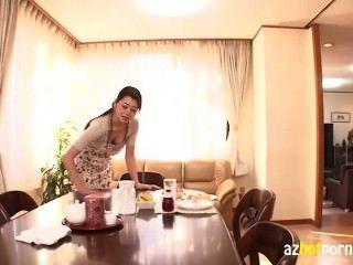 Mujer asiática peek bra menos tetas grandes