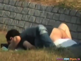 Voyeur cintas follando adolescentes en el parque