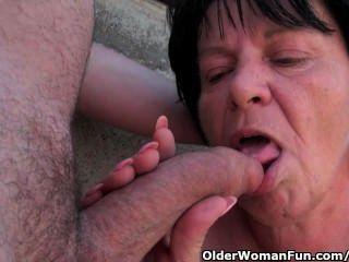 Abuela gorda con pezones de 1 pulgada se follan al aire libre