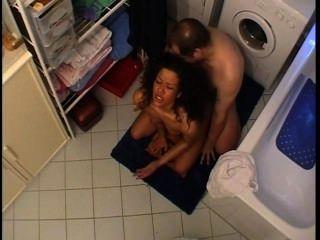 Esposo y esposa lo consigue en el cuarto de baño
