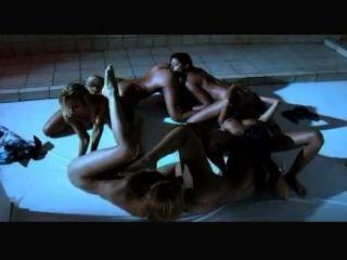 Lesbianas calientes en la orgía de la ducha