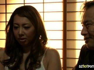 Mujer asiática casada