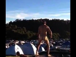 Cae la danza desnuda del festival