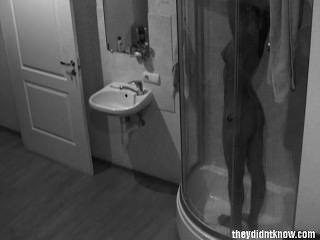 Cámara oculta ducha caliente adolescente
