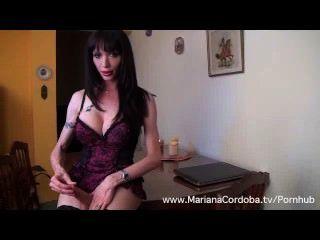 Mariana cordoba masturbación sobre la mesa