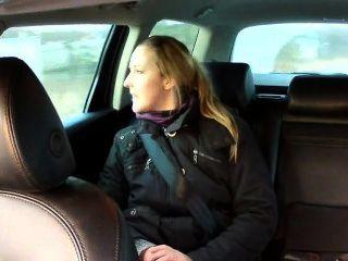 Falso taxista anally folla morena en el asiento trasero