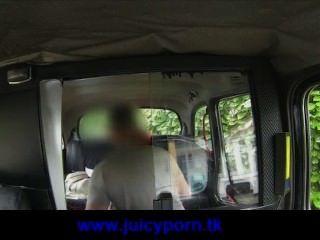 Super caliente pelirroja follada por un taxista