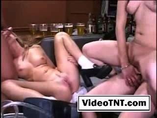Foursome sexo gangbang grupo sexo sexy chicas follando porno orgía gemido lesbia