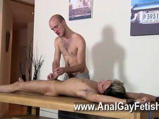 Sexy gay dom stud kieron knight tiene un joven asesino joven con quien jugar