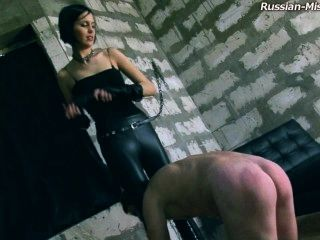 Señora domina esclavo