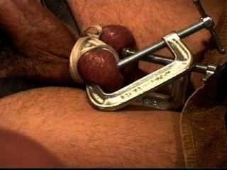 El perno prisionero del cbt consigue las bolas machacadas con la abrazadera