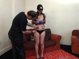 Kinky honestys aficionados bdsm y tit torturas de gritar morena en el debut
