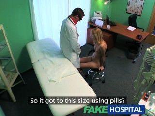 Fakehospital esbelto squirting caliente sexy rubia quiere implante mamario asesoramiento