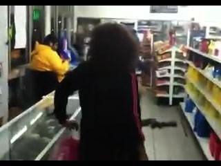 Blackout borracho milf en la tienda de la esquina