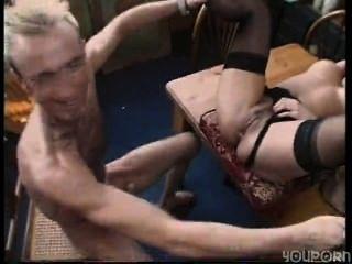 Sexy morena ama de casa se shagged en su lugar de trabajo