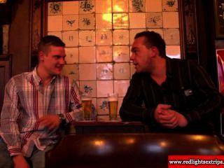 Real holandés bbw prostituta se caliente mientras invita a turistas a la mierda