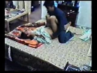 Chica india sexo grabado follada por su pareja filtrado en línea mms