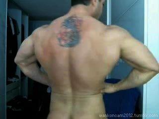 Hunk musculo cums dos veces en la leva.