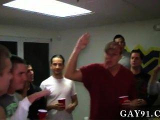 Video gay estos chicos son bastante ridículos.Ellos consiguieron a estas 2 personas que
