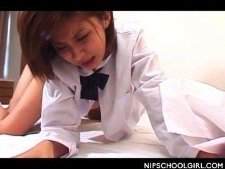 Japanese school girl cunt clavado doggy estilo por primera vez
