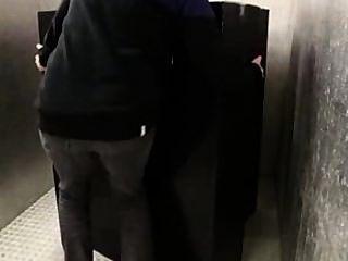 MILF con el culo grande lamió en 69 obtener su coño follado cum a las tetas en el