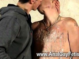Gay porno dominante y sádico kenzie madison tiene un juguete exclusivo para jugar