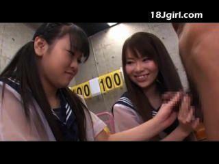 Dos asiáticas colegialas