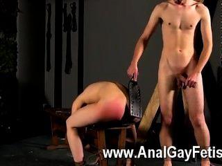 Hardcore gay un culo rosado rojo a