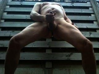 Masturbándose en el bosque