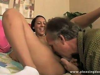 Caliente guirl masturbado en calcetines y follada por el abuelo