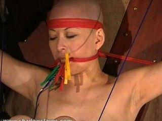 Dedo del pie atado bondage asiático bebé kumis pie fetish y cera caliente bdsm de oriental