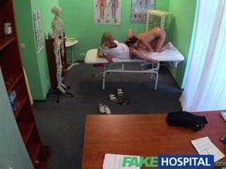 Fakehospital médicos polla y enfermeras curar la lengua frustrado cachondos pacientes