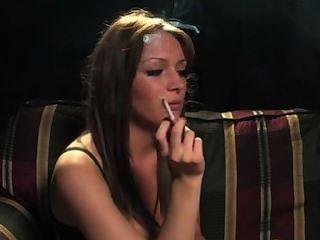 Fumando niña 1