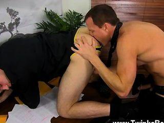 Sexy gay mientras que todo el mundo está fuera para almorzar, duncan y jason disfrutar
