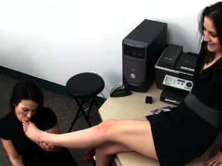 Adoración de pies de oficina