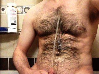 Rociar una fuente de orina en mi pecho peludo