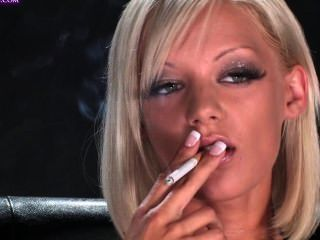 Lou lou fumando