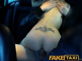Faketaxi cachonda pareja tomar taxi casa donde se comparte novia