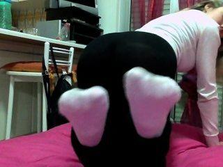Rubia chica italiana calcetines blancos olor