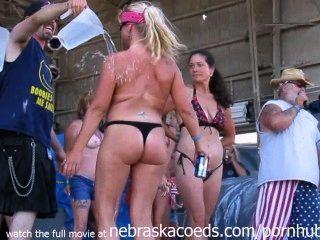 Mujeres reales que muestran sus tetas y asnos en público
