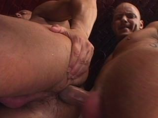 Uncut cock sex club escena 4
