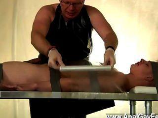 Pornografía gay tapado abajo twink drenado de