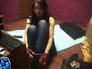 Chica webcam quitar zapatillas y calcetines